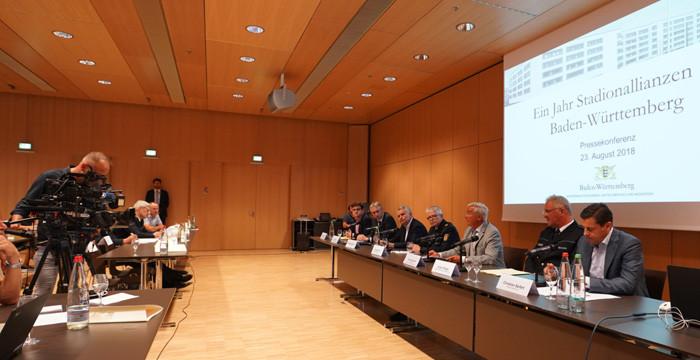 Pressekonferenz Zu Einem Jahr Stadionallianzen In Baden Württemberg. Bild  Steffen Schmid.